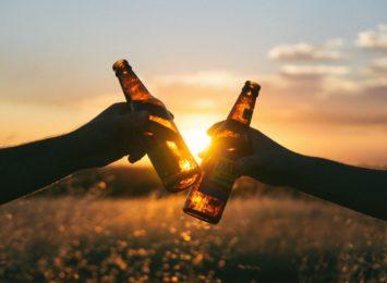 Czy można sprzedawać nieletnim piwa bezalkoholowe? Sprawdziliśmy treść ustawy