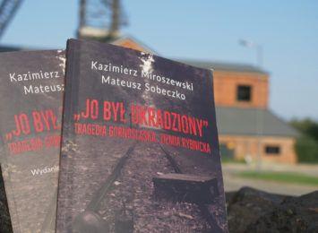 """Łzy wzruszenia i ogromne emocje towarzyszyły promocji III wydania książki """"Jo był ukradziony"""""""