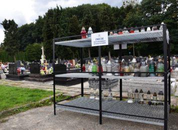 Wodzisław: Regały na używane znicze na trzech cmentarzach