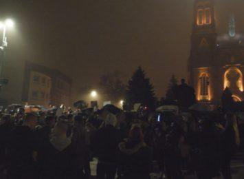 Protest przeciwko zakazowi aborcji. Dwie strony sporu pod bazyliką w Rybniku [WIDEO]