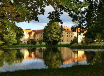 Pocysterski Zespół Klasztorno-Pałacowy w Rudach. Dlaczego regularnie warto odwiedzać to miejsce? [materiał partnera]