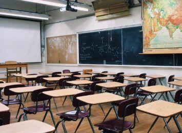 Rekomendacje dla szkół: szczepienie, dezynfekcja, dystans, higiena, maseczki i wietrzenie