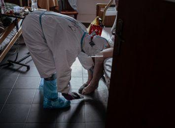 Koronawirus: Trwa relokacja pacjentów ze Śląska. 90% łóżek respiratorowych w województwie jest zajętych