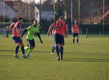 Piłkarze Pniówka mecz zakończyli zwycięstwem. GKS Pniówek – KP Warta 3:1