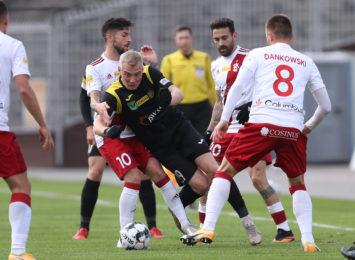 Piłkarze GKS-u Jastrzębie wrócili na swój stadion. I przegrali