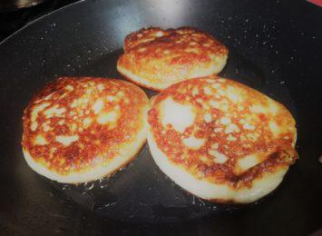 Kuchnia Radia 90: Placki z serem na słodko i słono