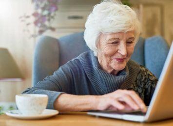 Podstawy obsługi laptopa i internetu. Warsztaty dla seniorów w halo!Rybnik