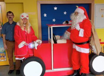 W Rybniku Mikołaj skacze po dachach i przyjeżdża... samochodem!