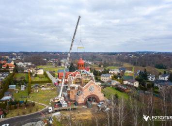 Montaż wieży kościelnej w Wodzisławiu Śląskim [FOTO]