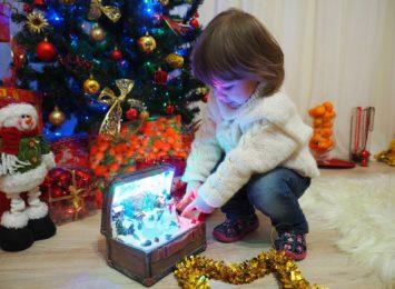 Dzieciątko, Gwiazdor czy Aniołek? Kto przynosi prezenty?