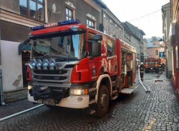Pożar na poddaszu jednej z kamienic w Skoczowie. Ogromne straty