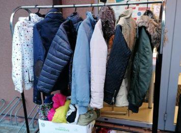 Jastrzębie-Zdrój: Zimowy wieszak dla potrzebujących