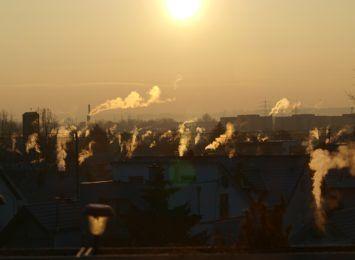 Źle oddycha się dziś w regionie. Ostrzegamy przed smogiem