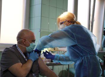 """Piecha: """"Musimy wytrzymać ten bój między zachorowaniami a szczepieniami"""""""