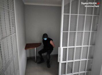 Lubomia: Tymczasowy areszt dla mężczyzny, który zniszczył nagrobki na cmentarzu