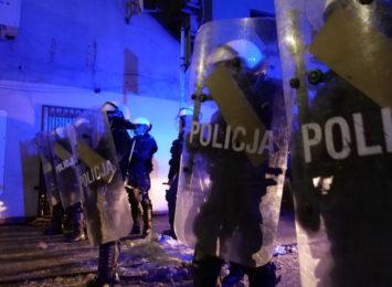 Mężczyźni zatrzymani podczas zamieszek przed rybnickim klubem zwolnieni do domów. Usłyszeli zarzuty [AKTUALIZACJA]