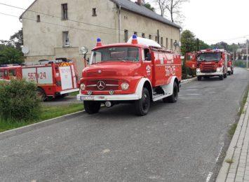 Zasłużony mercedes zakończył służbę w Ochotniczej Straży Pożarnej w Krowiarkach [WIDEO]