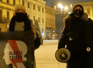 Strajk kobiet na rybnickim rynku [LIVE, FOTO]