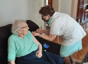 100-latka zaszczepiona w Godowie