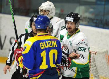 Hokeiści JKH GKS nadal niepokonani na własnym lodzie. Wygrali po dogrywce