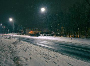 Poniedziałkowy poranek w regionie: marznące opady, śnieg i lód [AKTUALIZACJA]