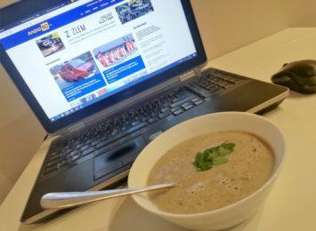 Kuchnia Radia 90: Delikatna zupa krem z pieczarek z natką pietruszki