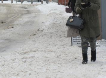 Słuchacze Radia 90 skarżą się na nieodśnieżone chodniki. Co na to Rybnickie Służby Komunalne?