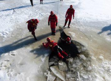 Strażacy apelują: ''Nie wchodźcie na lód'' - [WIDEO]