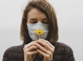 Wiosna w powietrzu. Jak ją poczuć w maseczce? [SONDA]