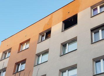 Pożar na osiedlu Pawlikowskiego w Żorach. Lokatorka mieszkania trafiła do szpitala