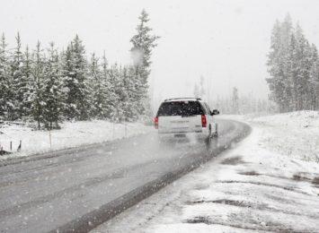 Trudne warunki pogodowe w całym kraju. Radzimy jak przygotować się do podróży