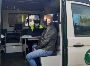 Inspektorzy ITD zatrzymali pijanego kierowcę ciężarówki. Dopiero co wyruszył w trasę