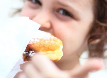 Pączek ma swoje miejsce w kulturze. Według tradycji dziś trzeba zjeść przynajmniej jednego