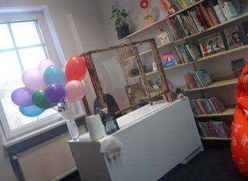 """Biblioteka w Rudach po remoncie. """"Nie narzekamy na brak czytelników"""" [FOTO]"""