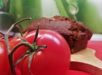 Kuchnia Radia 90: Pomidorowe ciasto z bakaliami