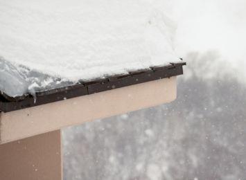 Racibórz: Nawis śnieżny spadł na 8-letnią dziewczynkę