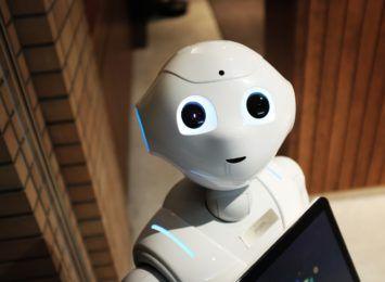 """""""Czy roboty czują ból?"""". Filozofowanie dla każdego w czerwcowym prezencie od IBUK Libra"""