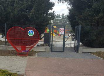 Metalowe serce stanęło również w Syryni! Można już wrzucać nakrętki
