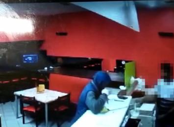 Wodzisław: Napad z nożem w punkcie gastronomicznym [WIDEO]