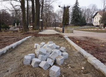 Trwa rewitalizacja parkowych alejek w Jastrzębiu-Zdroju