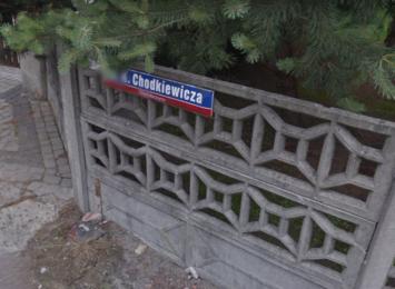 ''Toniemy w błocie''- informują mieszkańcy ulicy Chodkiewicza w Rybniku. Czy jest szansa na remont tej drogi?