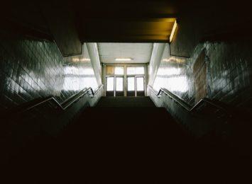 Mieszkasz? Płacisz! Wszyscy lokatorzy składają się na dezynfekcję klatki schodowej