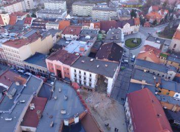 Runęła część kamienicy w centrum Rybnika [wideo z drona]