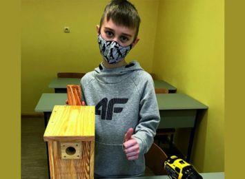 Budki lęgowe dla ptaków także w Pawłowicach. Uczniowie łączą przyjemne z pożytecznym