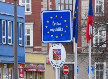 Czechy: otwarte sklepy i usługi; na zewnątrz częściowo bez maseczek