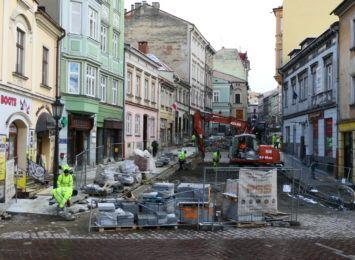 Ulica Głęboka w Cieszynie gotowa na lato. Miasto zapowiada zwolnienia z czynszów
