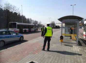 Policja kontroluje jastrzębskie autobusy pod kątem przestrzegania obostrzeń