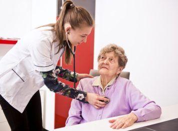 Mniej pacjentów korzysta z opieki paliatywnej w pandemii. Taka możliwość jest w Rybniku