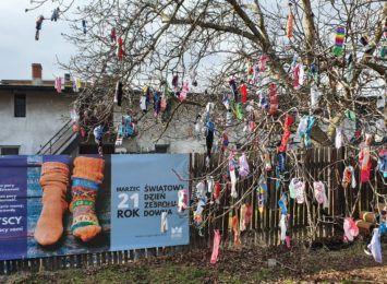 2300 skarpetek na drzewie w Czerwionce! Zapraszaliśmy do udziału w akcji