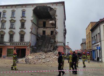 Runęła część kamienicy w centrum Rybnika. Trwa akcja strażaków [LIVE]
